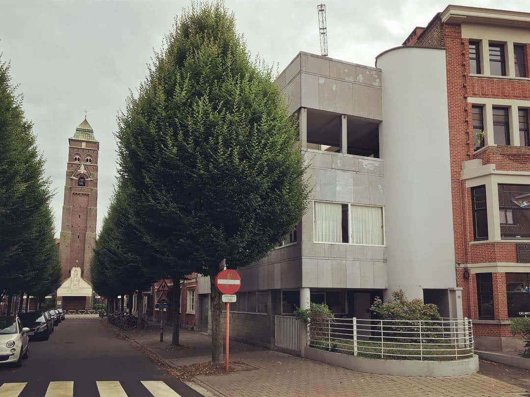 Architectenwoning Gaston Eysselinck en parochiekerk Sint-Pieters-Buiten