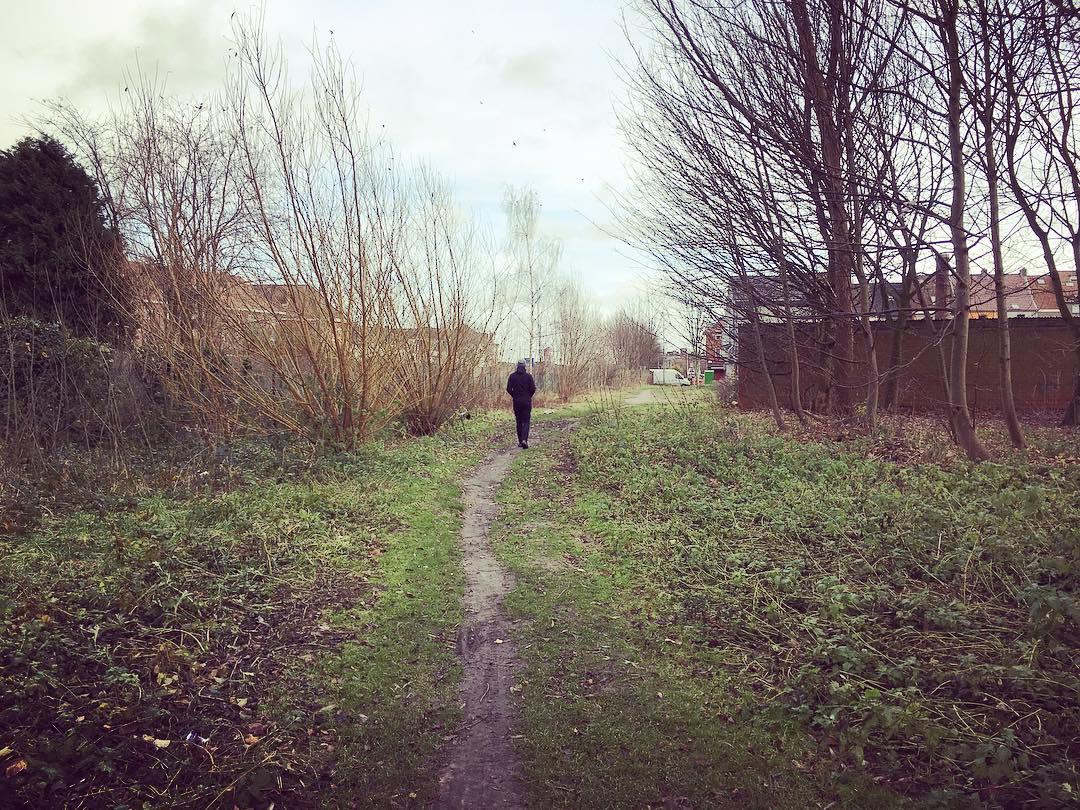 wandelpad langs spoorweg